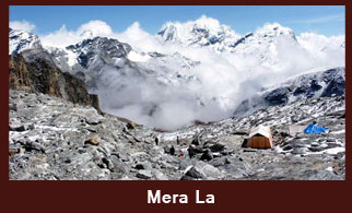 Mera La Pass (5415m), one of the high elevation passes in the Everest region of Nepal. Where we can enjoy the truly spectacular scenery: including our first glimpse of a 7000m peak.