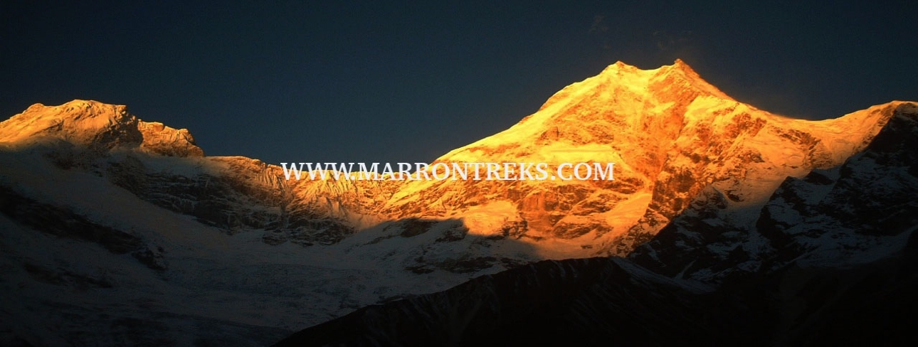 SUNRISE AT MT. MANASLU (8,156m)